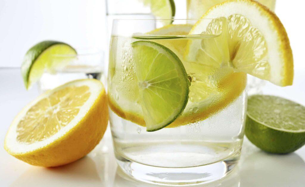acqua, sale, zucchero e limone