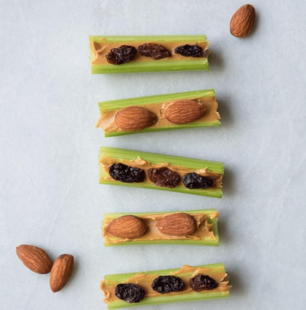 Barchetta al burro di arachidi, mandorle e frutta secca