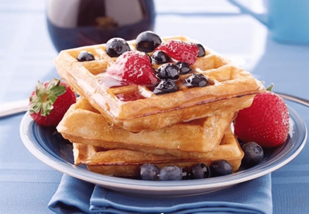 Waffle al burro di arachidi e marmellata di fragole