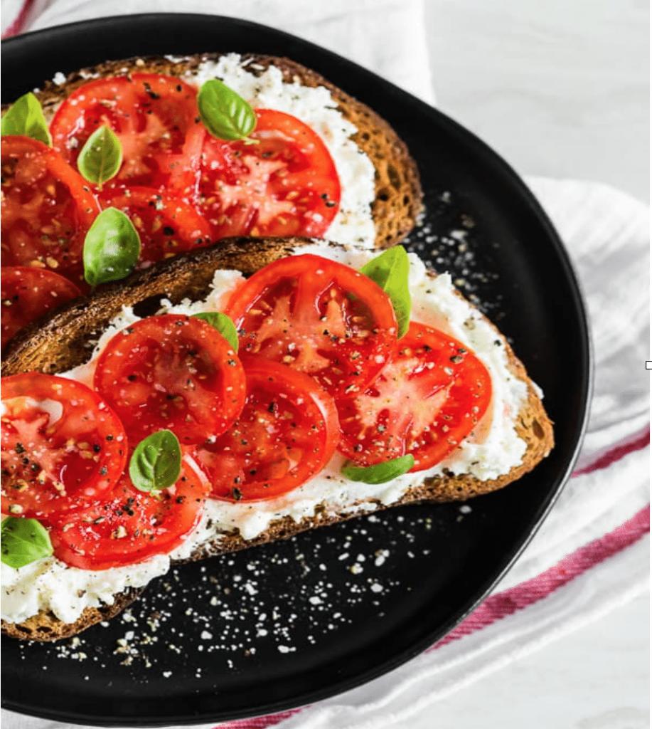 Toast ricotta e pomodorini