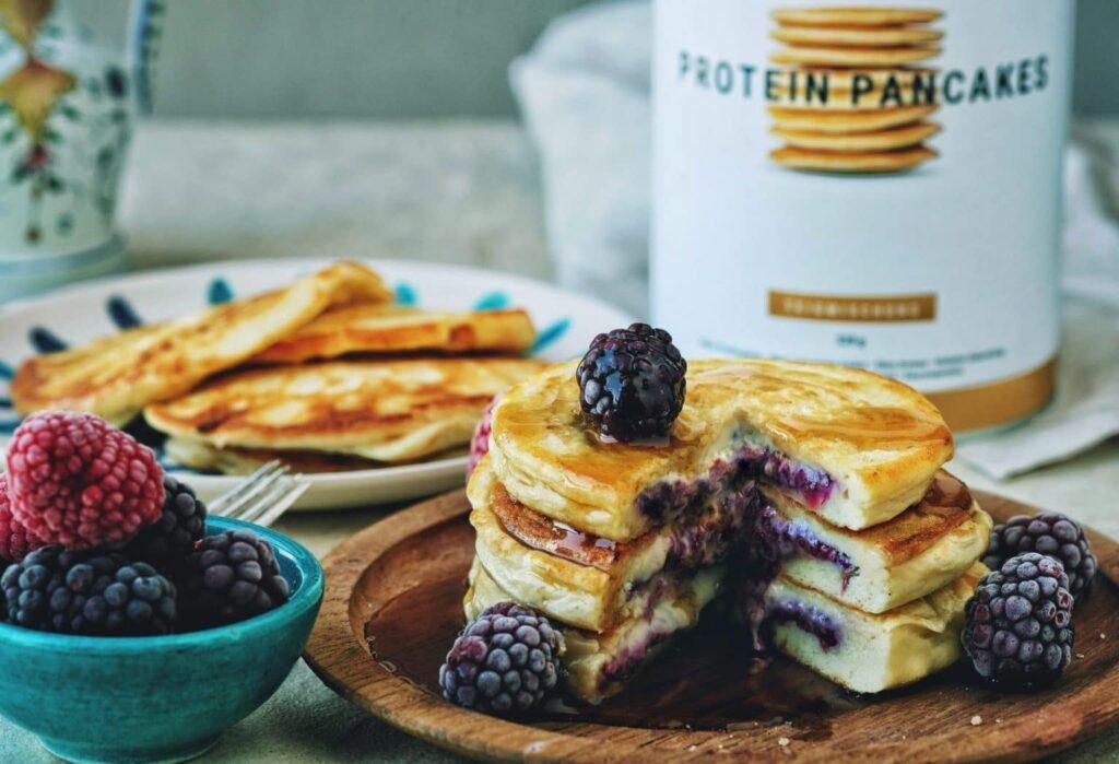 colazione sana pancake marmellata