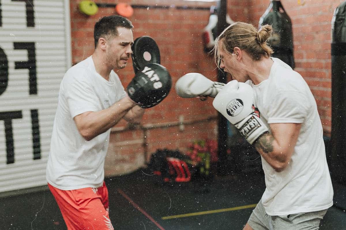 Kickboxing: Basi, Lezioni, Regole, Benefici, Attrezzatura, Preparazione Atletica e altro..
