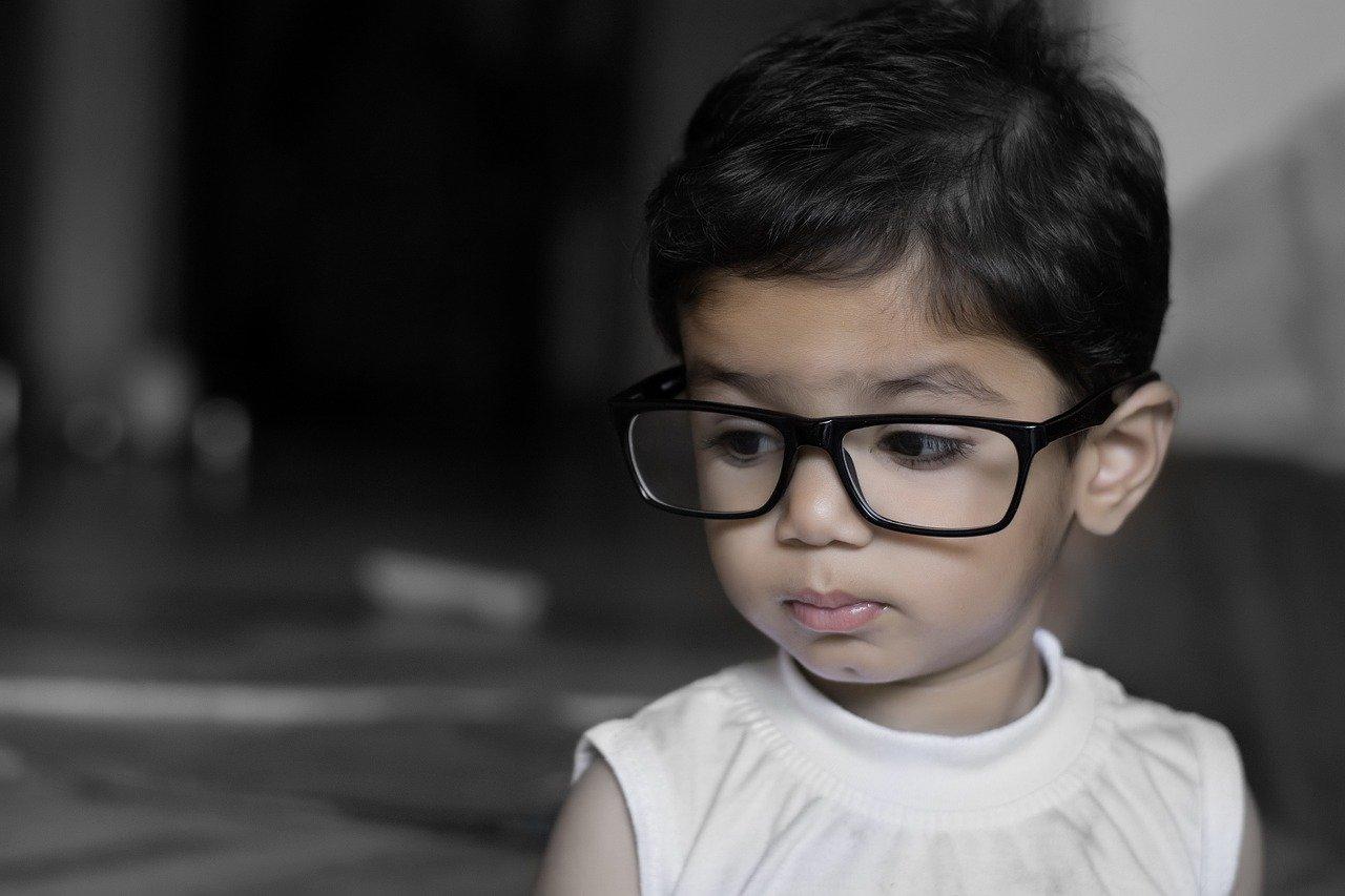 Gli occhiali da vista per bambini secondo l'oculista pediatrico